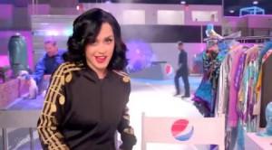 Katy Perry promette leoni e squali al Super Bowl