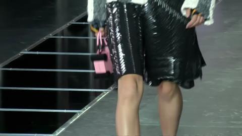 Louis Vuitton: la donna viene dal futuro