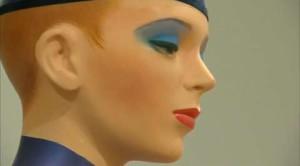 Allen Jones svela un nuovo busto di Kate Moss
