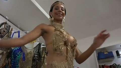 La training routine di una ballerina di Samba