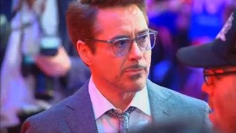 Robert Downey Junior si complimenta con il nuovo Spiderman