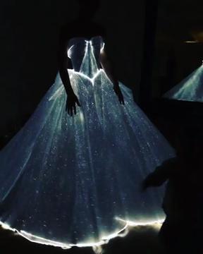 L'abito luminescente di Zac Posen al Met Gala 2016
