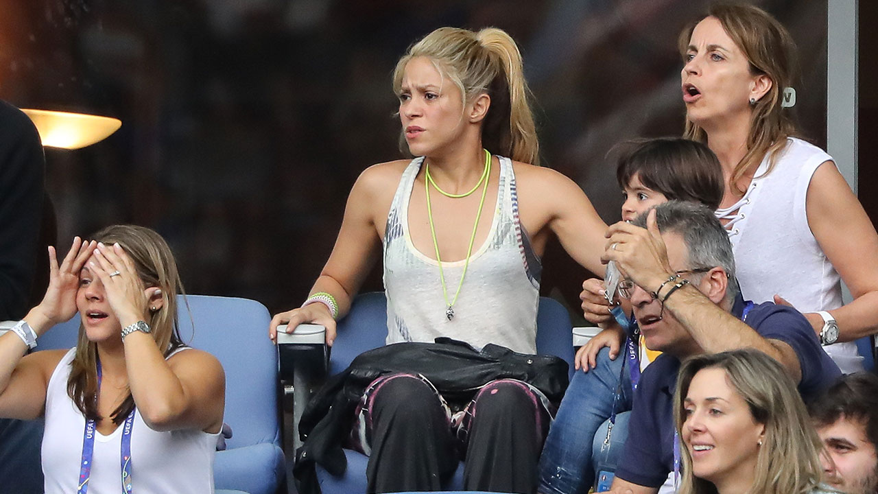 Shakira con Milan e Sasha alla partita Italia-Spagna di Euro 2016. Povero pap� Piqu�...
