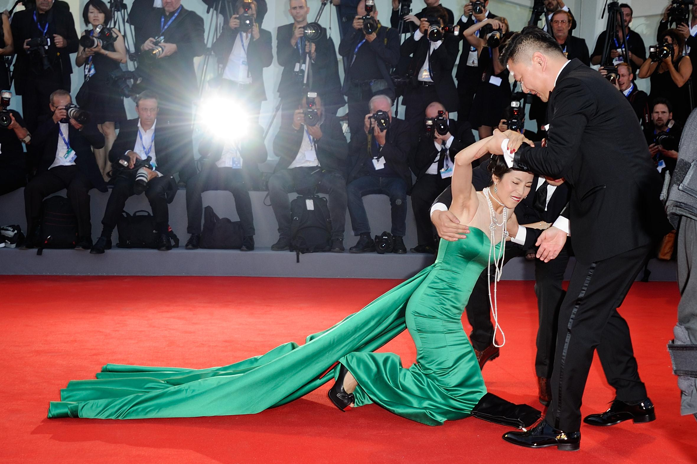 Jing Ke falls on the red carpet during the 'The Light Between Oceans' Premiere on the Lido in Venice, Italy as part of the 73rd Mostra, Venice International Film Festival on September 01, 2016. Photo by Aurore Marechal/ABACAPRESS.COM L'attrice Jing Ke cade sul red carpet a VeneziaMostra del cinema di Venezia Prima del film 'The Light Between Oceans' 561211LaPresse  -- Only Italy