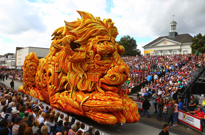Olanda: fiori, colori e divertimento alla parata floreale di Zundert