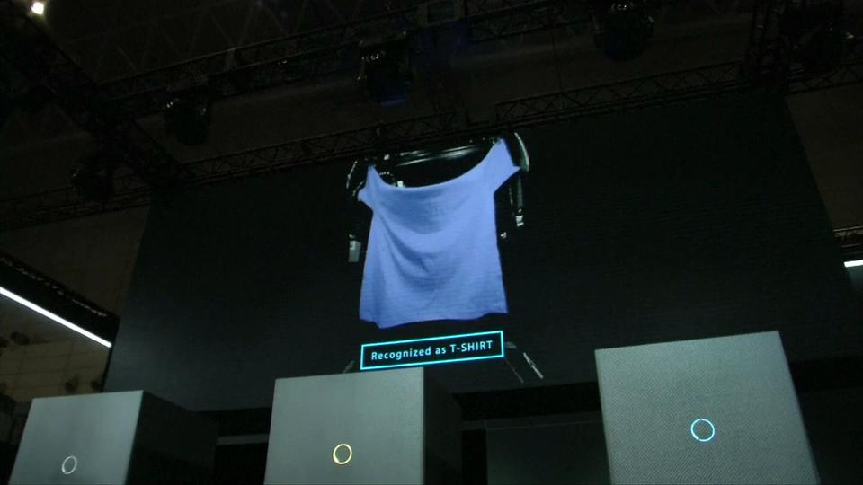 Ecco Laundroid, il robot che piega il bucato