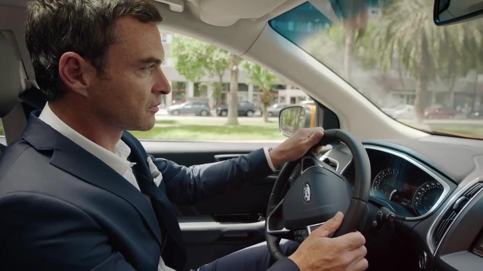 Ford Edge e l'Adaptive Steering: la guida è più agile