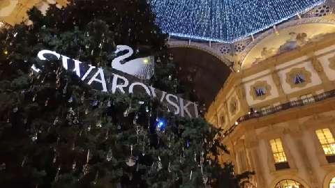 L'accensione dell'albero di Swarovski a Milano